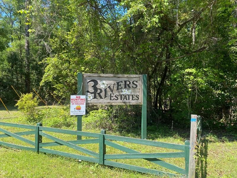 Entrance to Three Rivers Estates