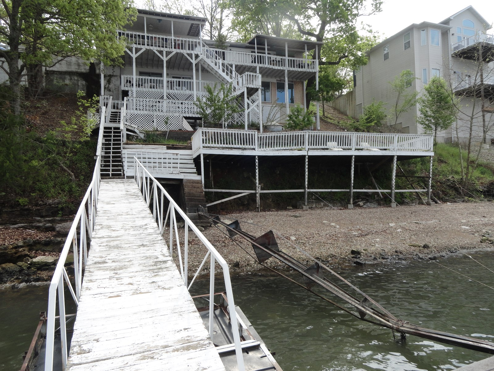 Lakefront fixer upper at Lake of the Ozarks