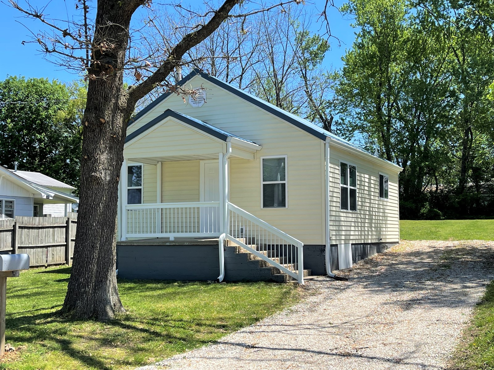 Move in ready, 2 bedroom remodeled home in Salem!