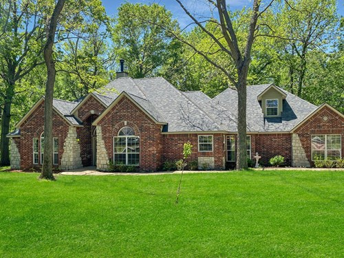 Country Home For Sale in Chouteau, Oklahoma