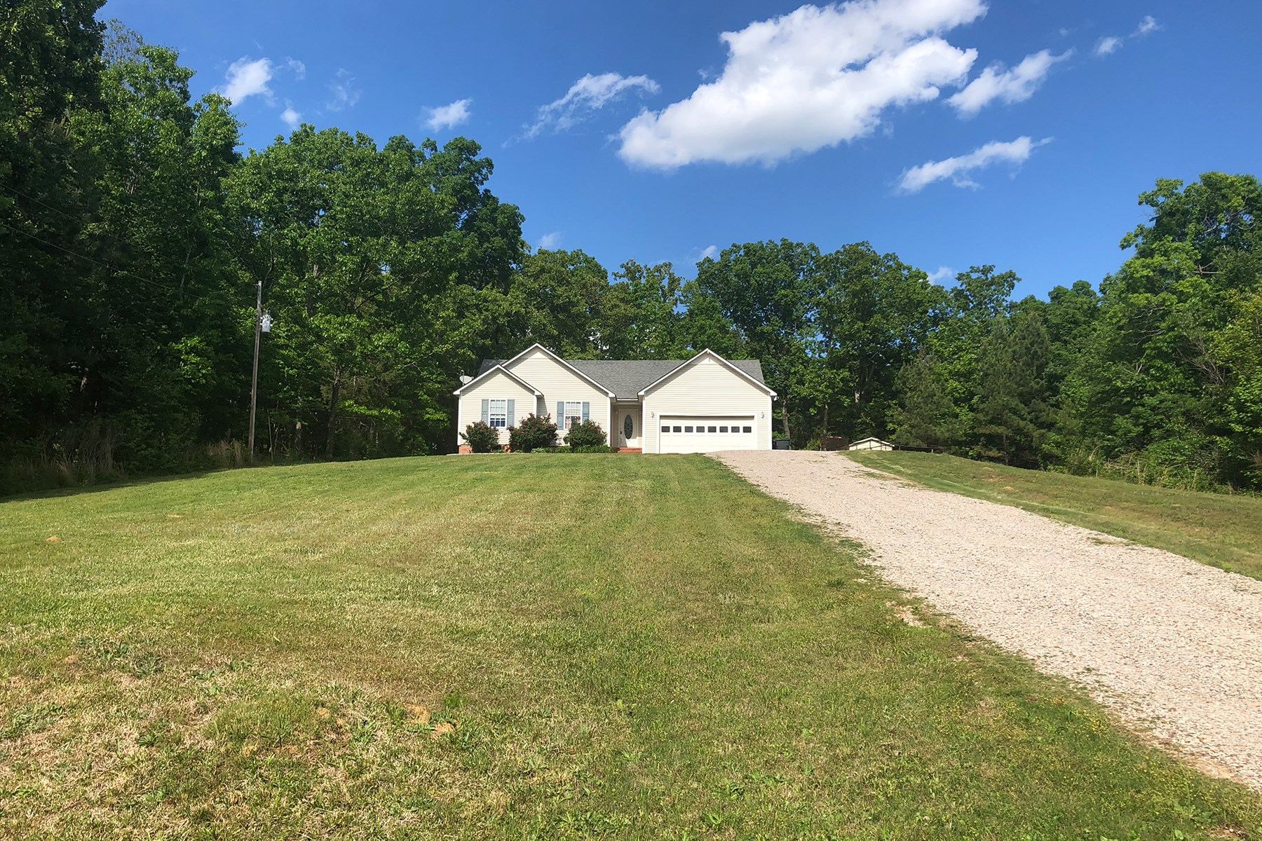 COUNTRY HOME FOR SALE IN MCNAIRY COUNTY TN WITH GARAGE