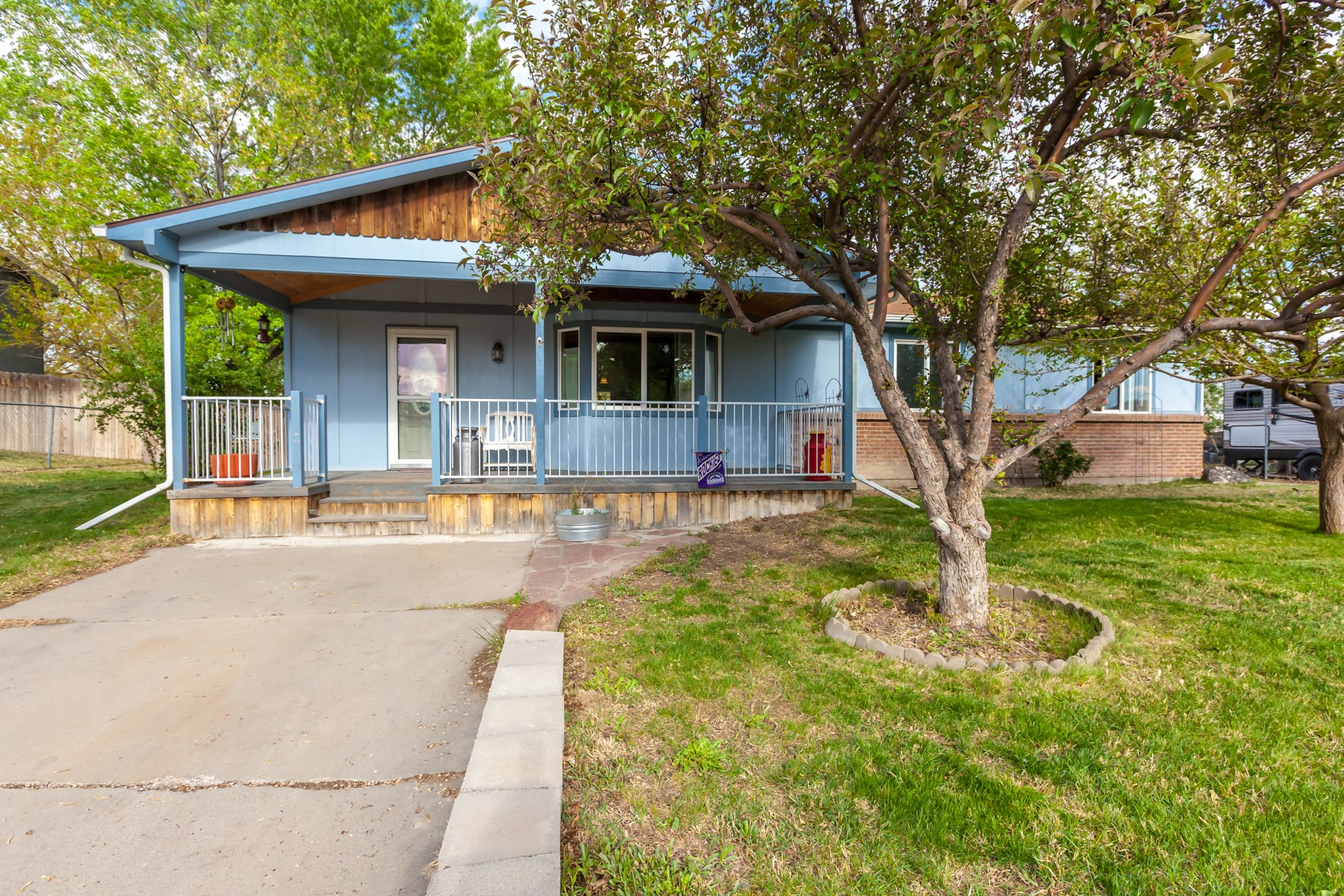 Home For Sale in Grand Junction CO NO HOA With Views!