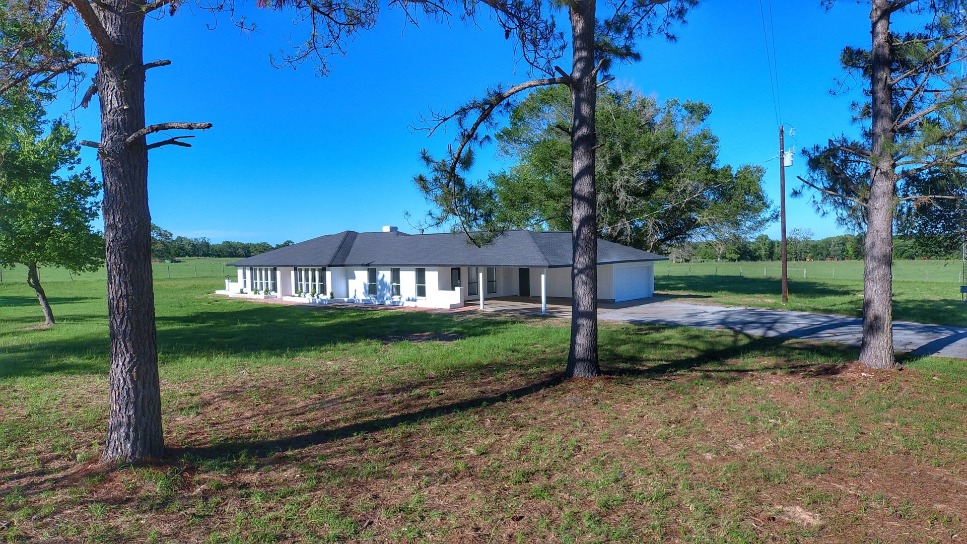 Country Home on Acreage For Sale in Buffalo Texas