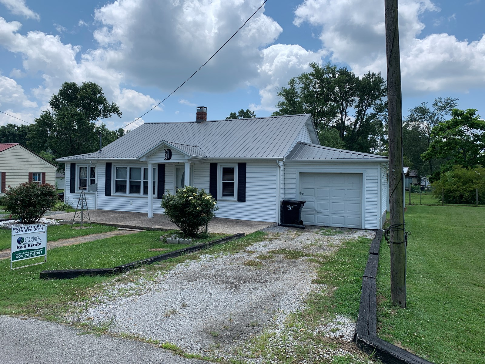 HOME IN TOWN - CITY UTILITIES - GREAT LOCATION - LIBERTY, KY