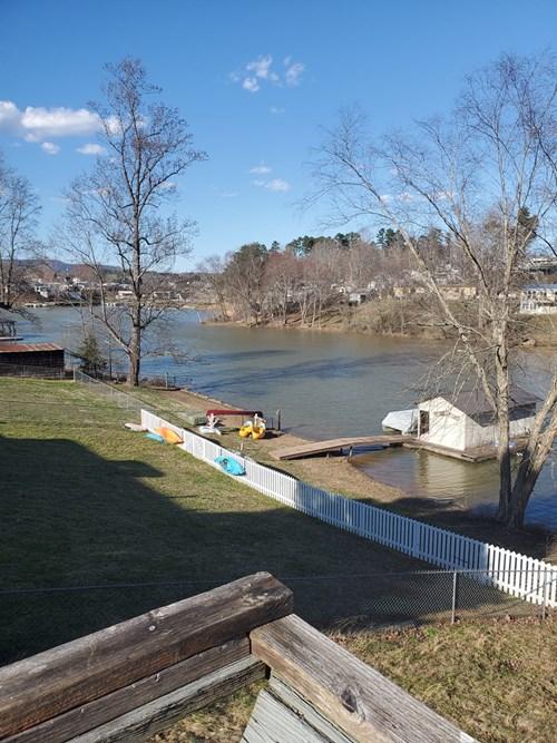 Lake Hickory NC    Catawba county waterfront home