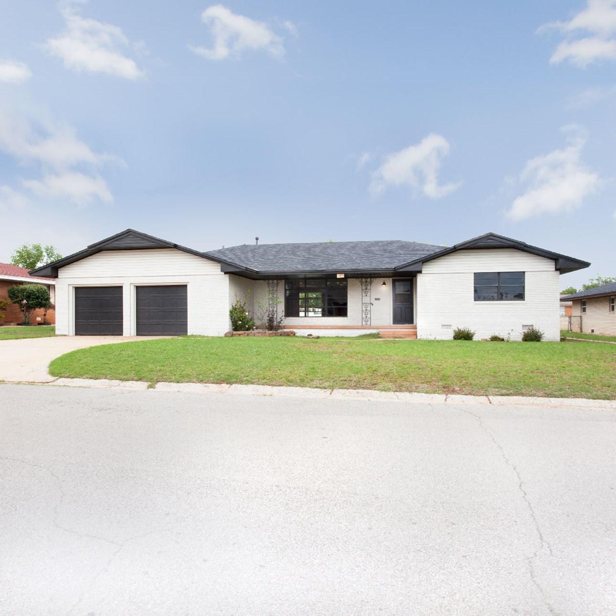 Western Oklahoma Clinotn, OK home for sale Custer County