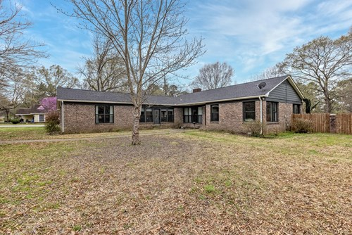 Home for sale in Gurdon, AR, Home with acreage for sale.