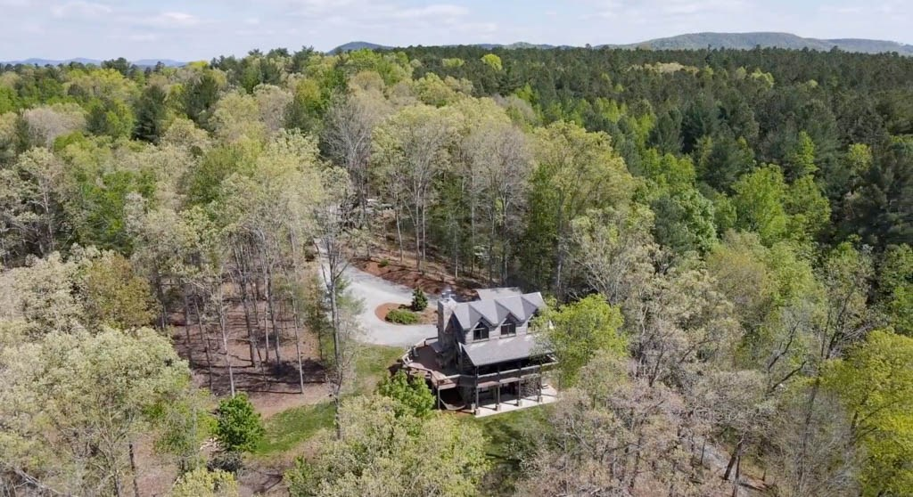 NC  Smart Logs Cabin with 21 acres & dock on Rink Lake