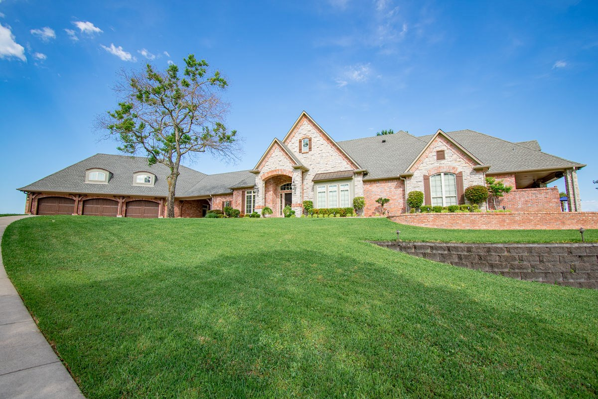 AMAZING WATERFRONT HOME W/ POOL FOR SALE ON LAKE PALESTINE