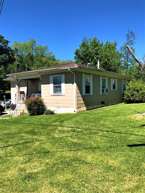 2Bd/1Bth Home for sale on .24 acre lot in Glasgow, KY.