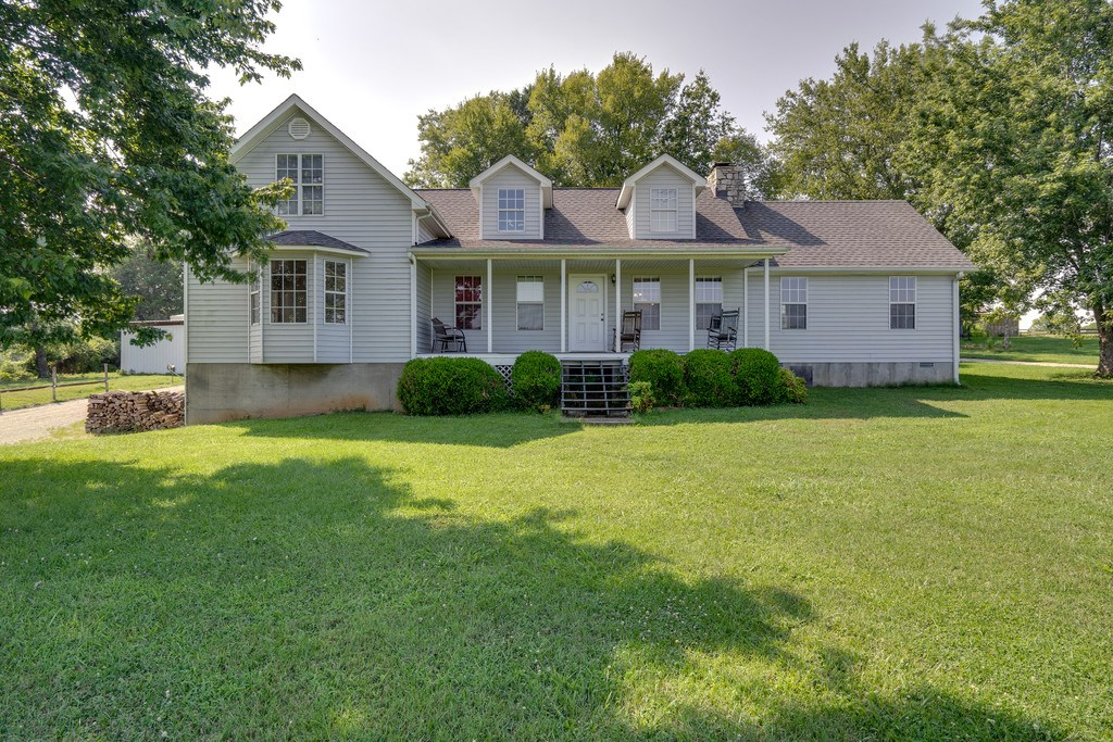 Country Home for Sale with Acreage in Culleoka, Tennessee