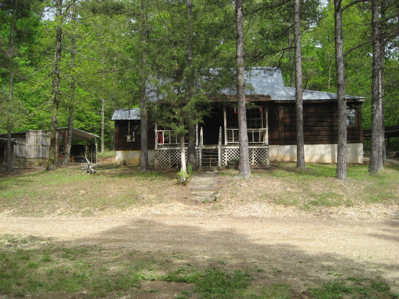 CABIN FOR SALE IN THE WOODS OF TN – PRIVATE