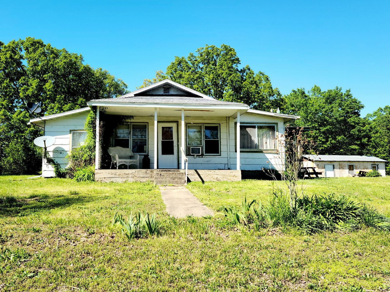 FIXER UPPER HOME ONE FIVE ACRES IN EMINENCE MISSOURI
