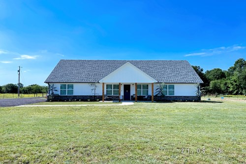 BEAUTIFUL HOME, PASTURE, SHOP, LOAFING SHED