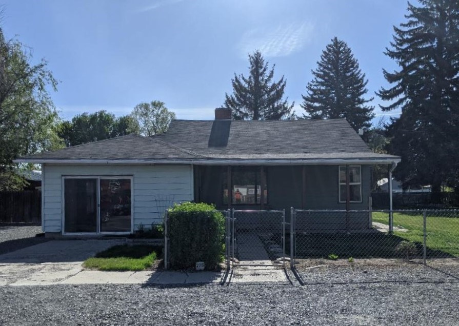 NICE 3 BED HOME ON OVER A QUARTER OF AN ACRE