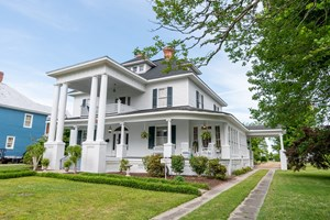 HISTORIC HOME WITH WATER VIEWS IN HERTFORD NC