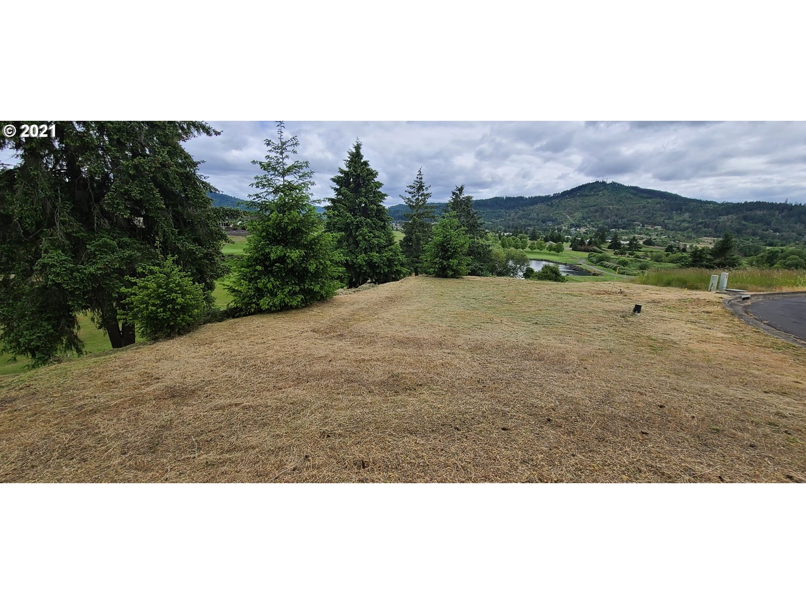 VACANT LOT LOCATED IN KNOLLS ESTATES OVERLOOKING GOLF COURSE