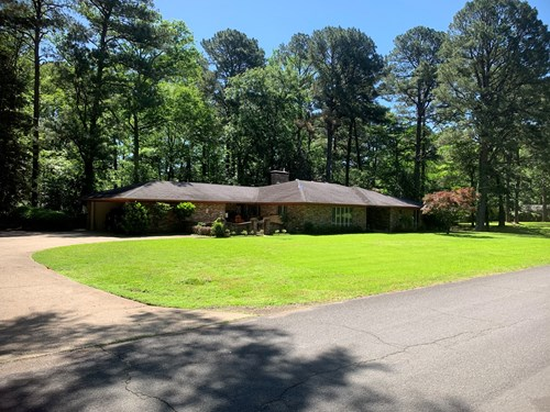 3 Bed /2.5 Bath Home W/ Shop Building in Camden, AR for Sale