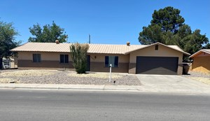 COZY CENTRALLY LOCATED HOME WITHIN 2 MILES OF NMSU