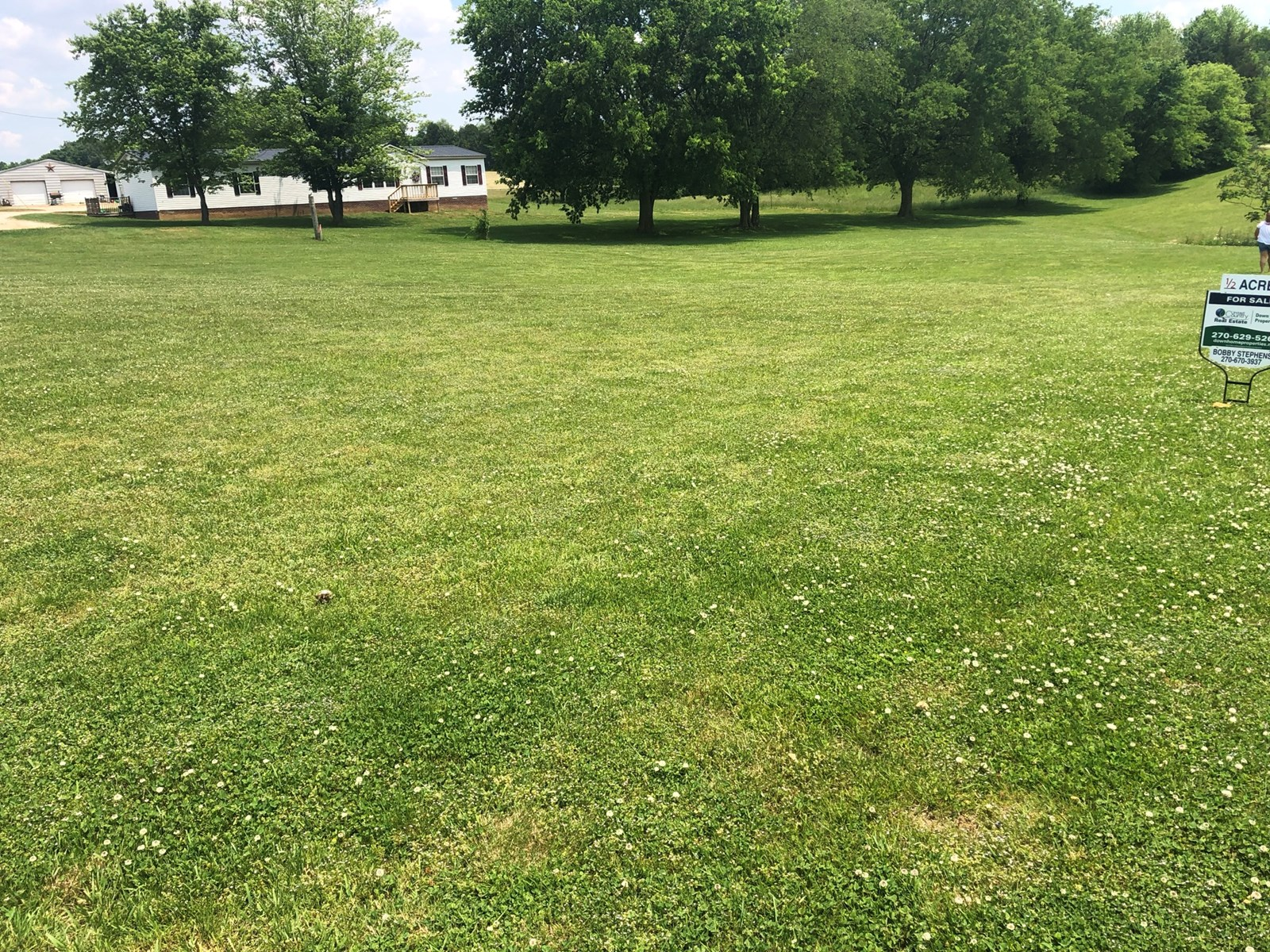 Expansive 1 acre lot for sale in Glasgow, KY 42141