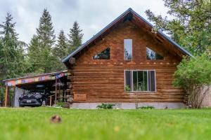 A Beautiful Log Home on 5 Acres in Libby, Montana