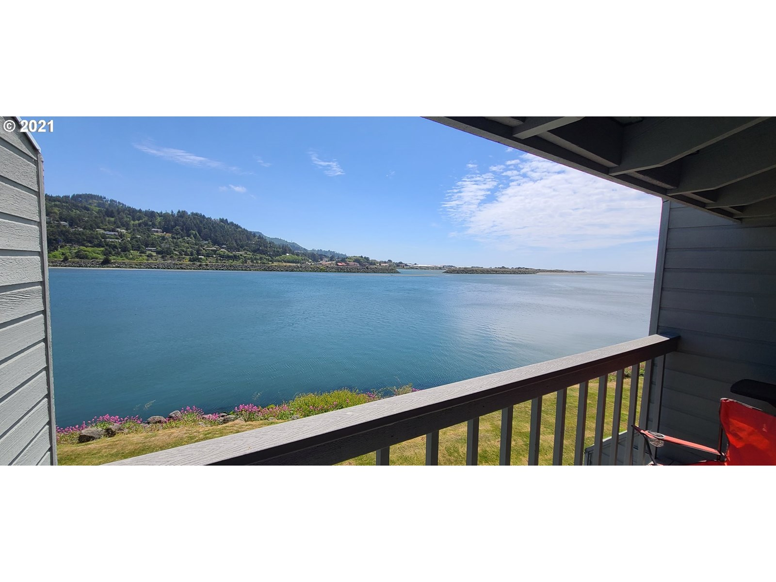 ROGUE RIVER/BAY FRONT CONDO FOR SALE ON THE OREGON COAST