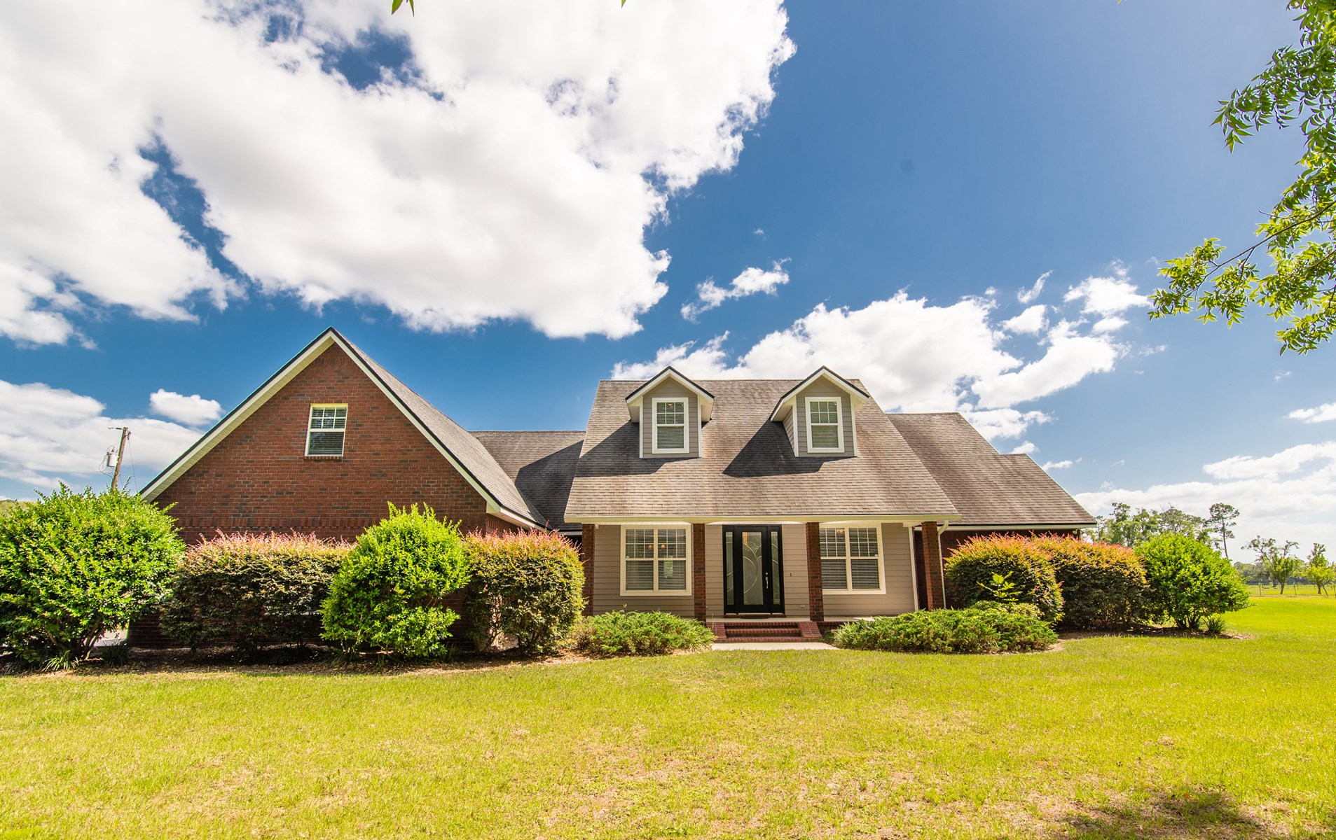 SPECTACULAR 4 BR/3.5 BA ON 5 ACRES IN NORTH CENTRAL FL