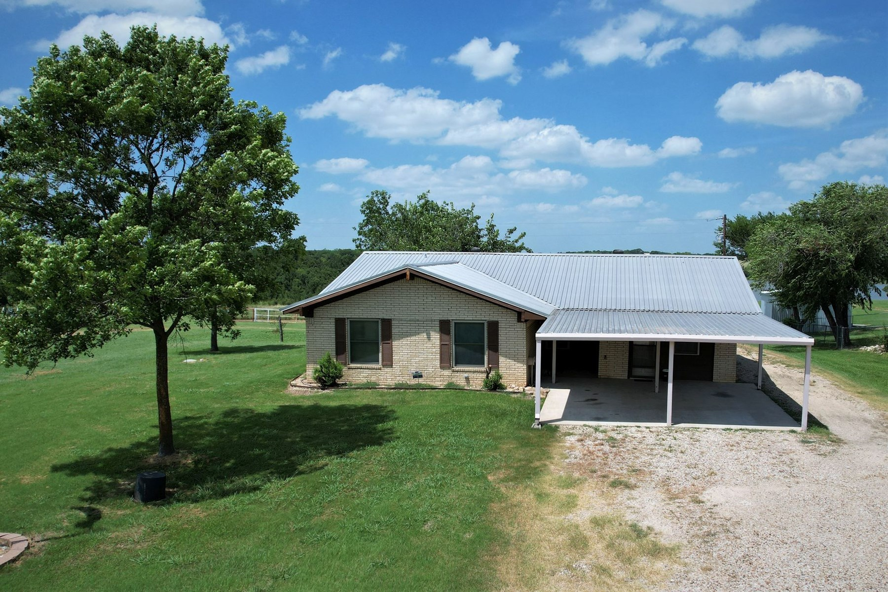 Lake Home in Central Texas, McLennan County, with nice Shop