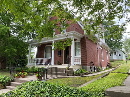 Two story historic brick 3 bedroom home in Hermann Mo!