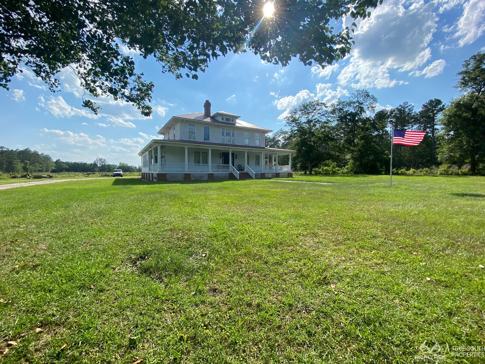 Garnett 8 AC Country Estate / Lodge