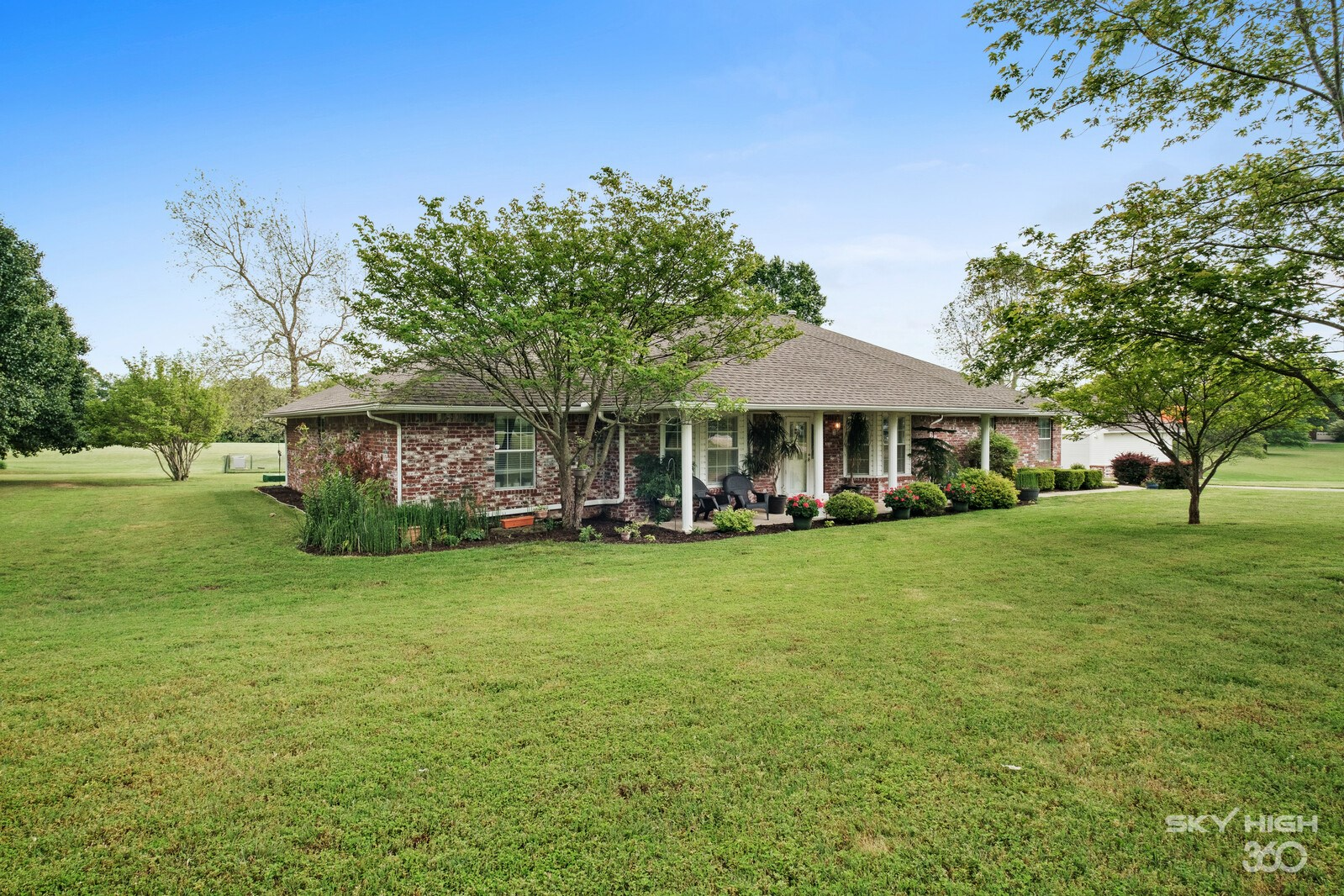 Country Home With 3.5 Acres for Sale in Springdale, AR