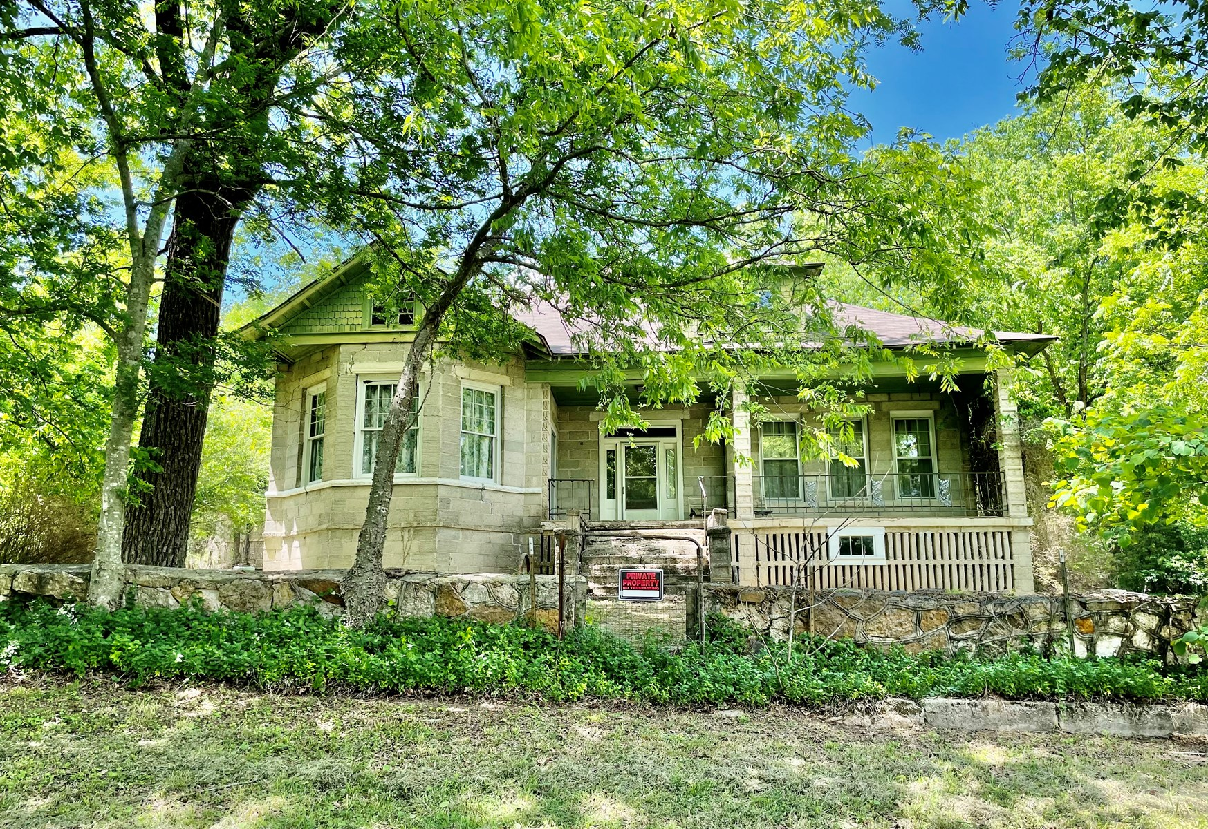 HISTORIC HOME IN ARKANSAS FOR SALE ON 25 ACRES