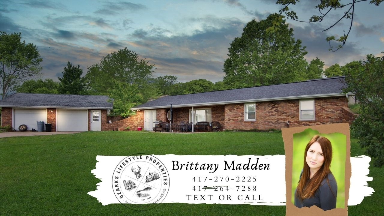 Home in Town for Sale in Mountain View, Missouri