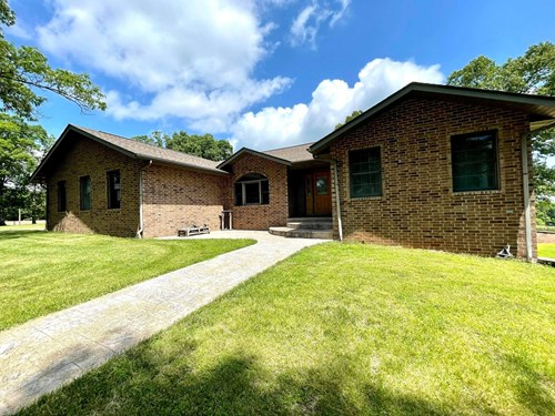 Large home on small acreage for sale in Ava Mo