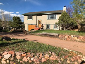 MOUNTAIN HOME ON CORNER LOT IN WOODLAND PARK, COLORADO.