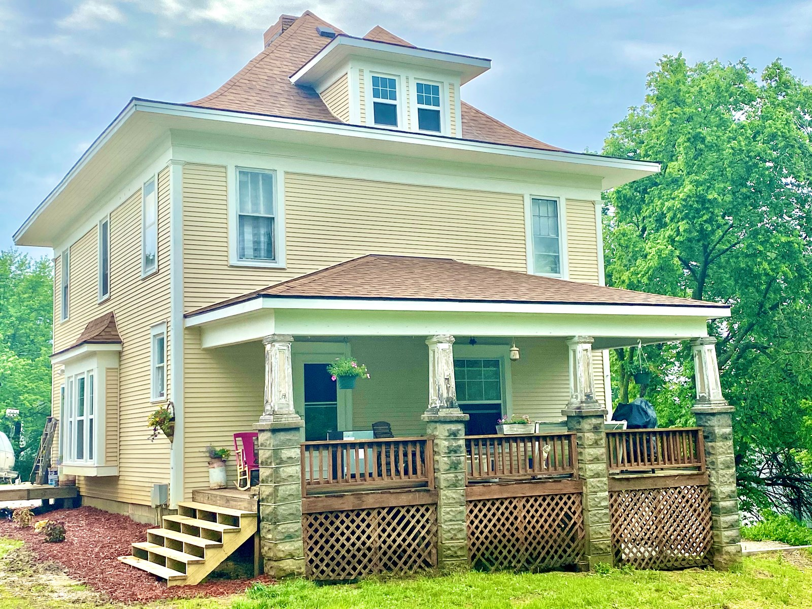 Large Classic Home on 2.3 Acres in Small NW MO Town