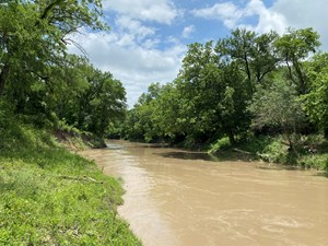 RIVER FRONT PROPERTY FOR SALE IN CENTRAL TEXAS – 100+/- ACRE