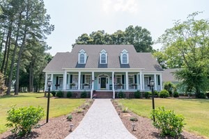 LARGE GOLF COURSE HOME LOCATED IN ALBEMARLE PLANTATION