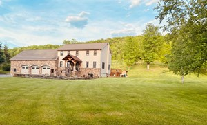 STUNNING AND SECLUDED HOME & PROPERTY!