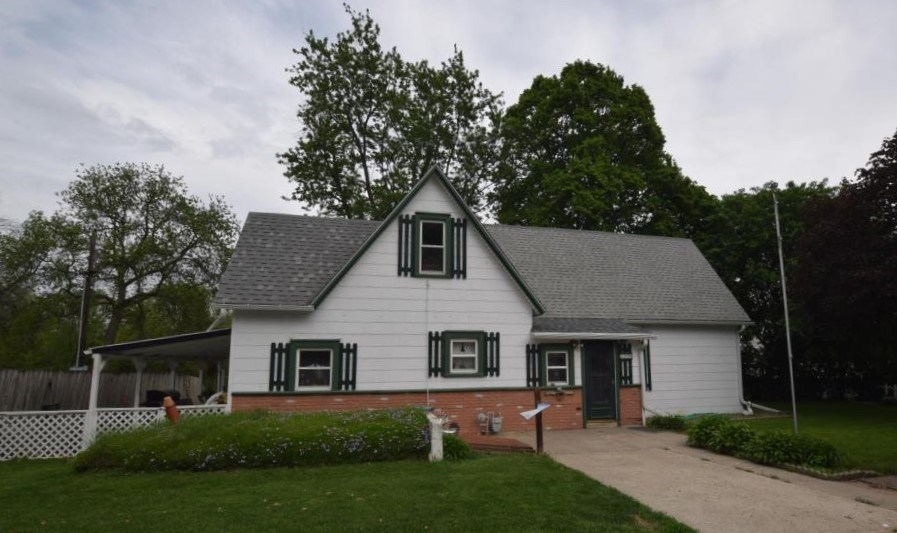 3-4 BR's, 3-Car Garage on 1/3 Acre, Shelby County, IA