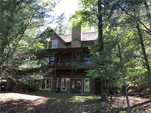 LAKEFRONT HOME IN THE NORTH GA MOUNTAINS! / ELLIJAY, GA