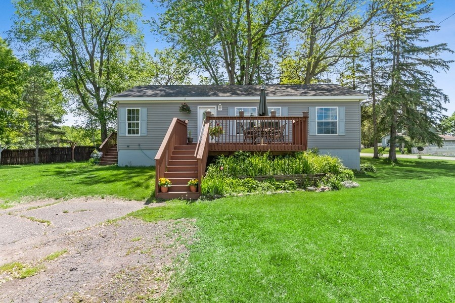 4 Bedroom home with large outbuilding for sale!