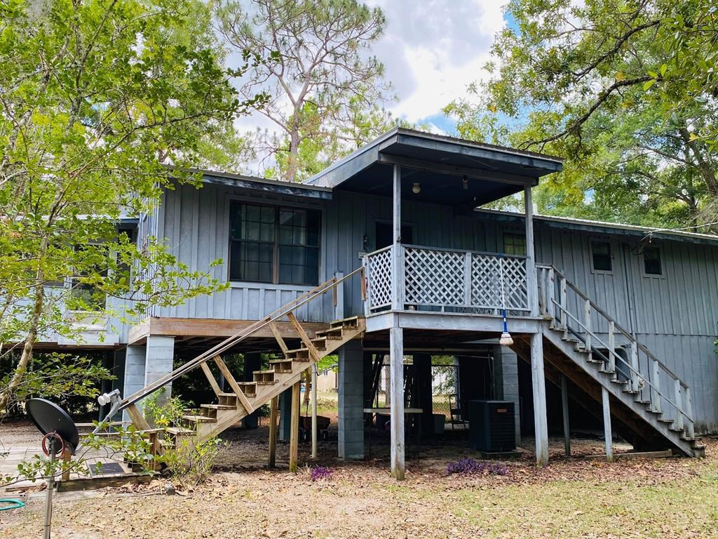 COME ENJOY THE QUIET COUNTRY LIVING IN BELL FLORIDA!