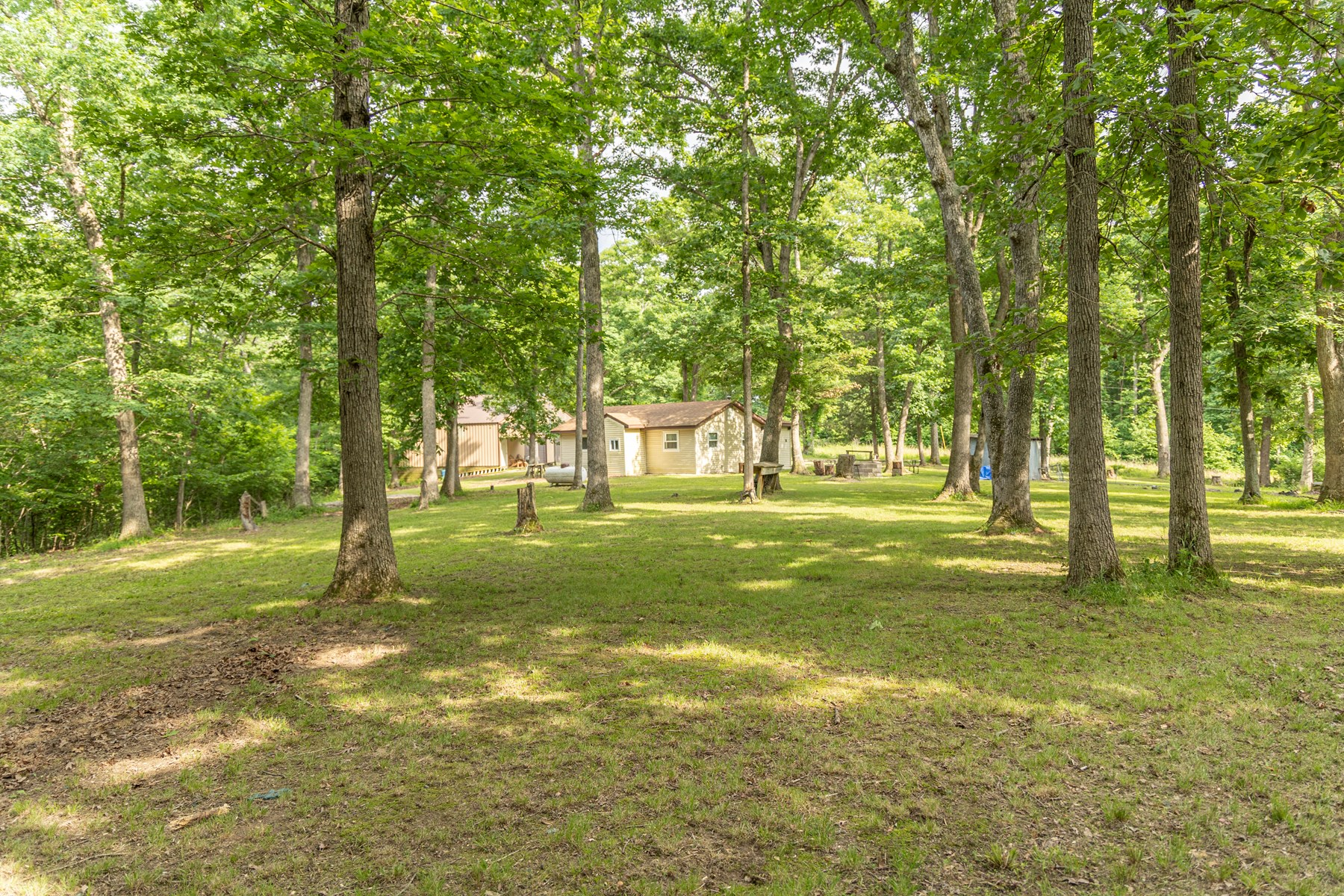 Mark Twain Lake Area Cabin in the Woods North of Paris, MO