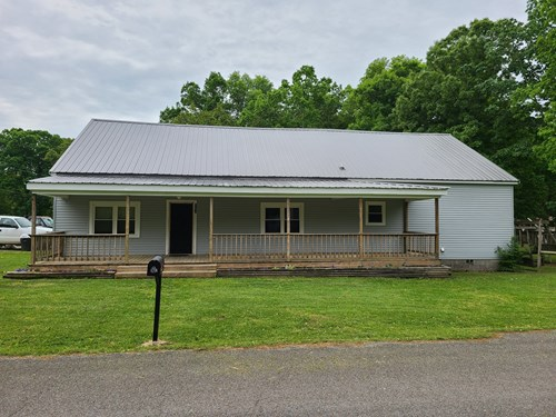 FOR SALE 2 STORY 5 BEDROOM 2.5 BATH HOME COLLINWOOD TN .5 AC