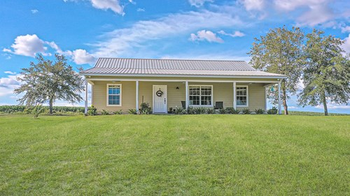 GORGEOUS COUNTRY HOME IN BELL FLORIDA!