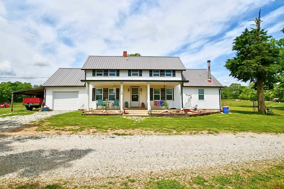 Beautiful Older Home in South Central Missouri!