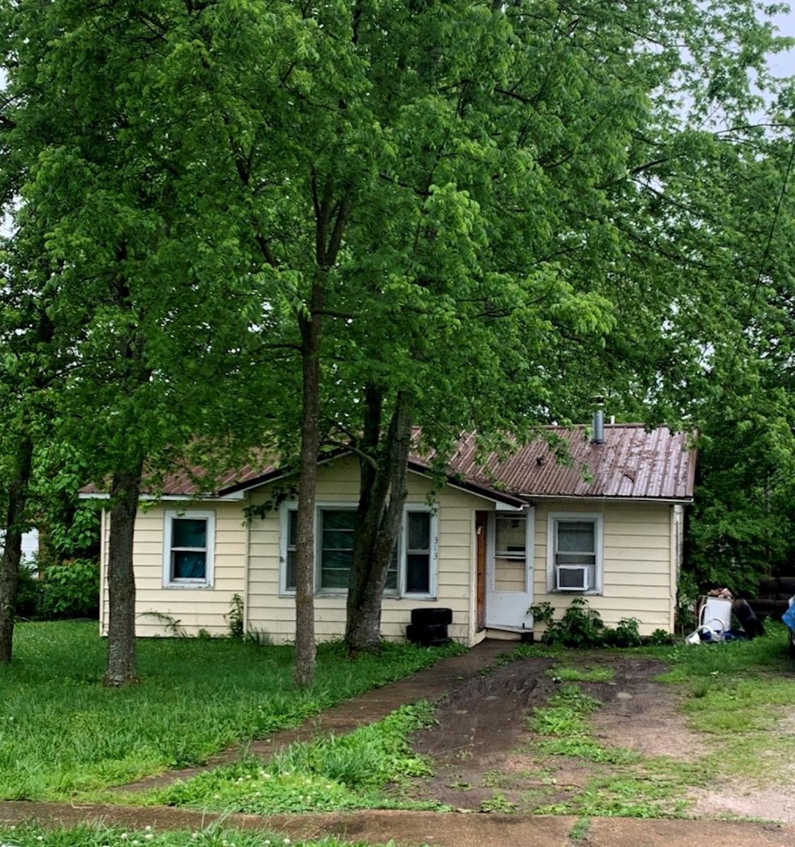 Investment Property for Sale - House in Mountain Grove, MO!
