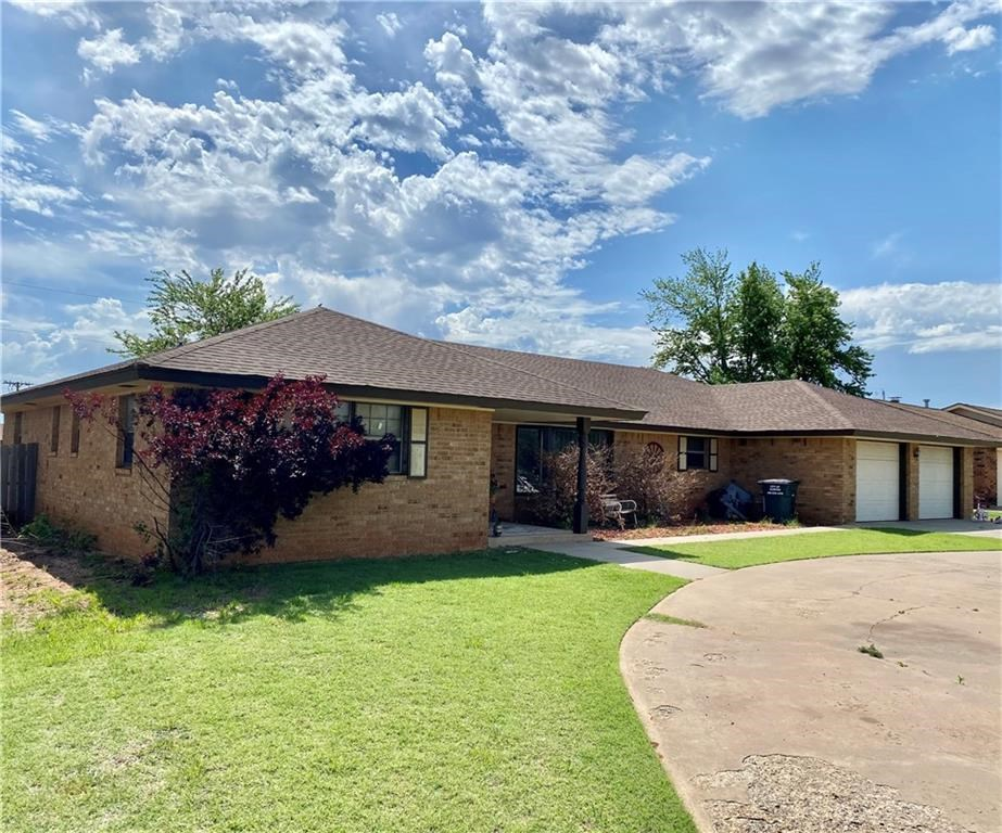 15 Peterson Drive, Clinton, Oklahoma 73601