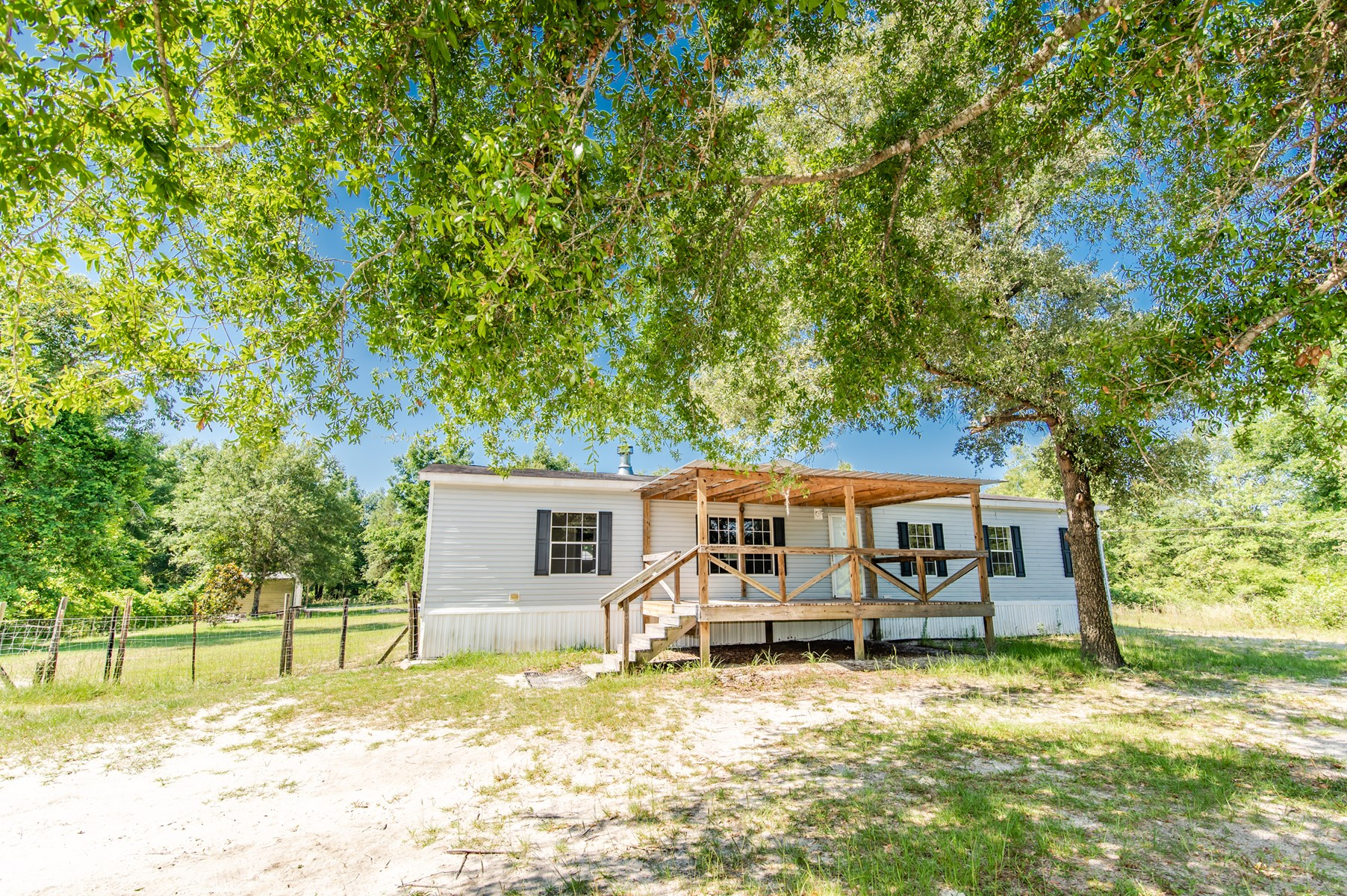 HOME ON 10 ACRES IN FORT WHITE, FL